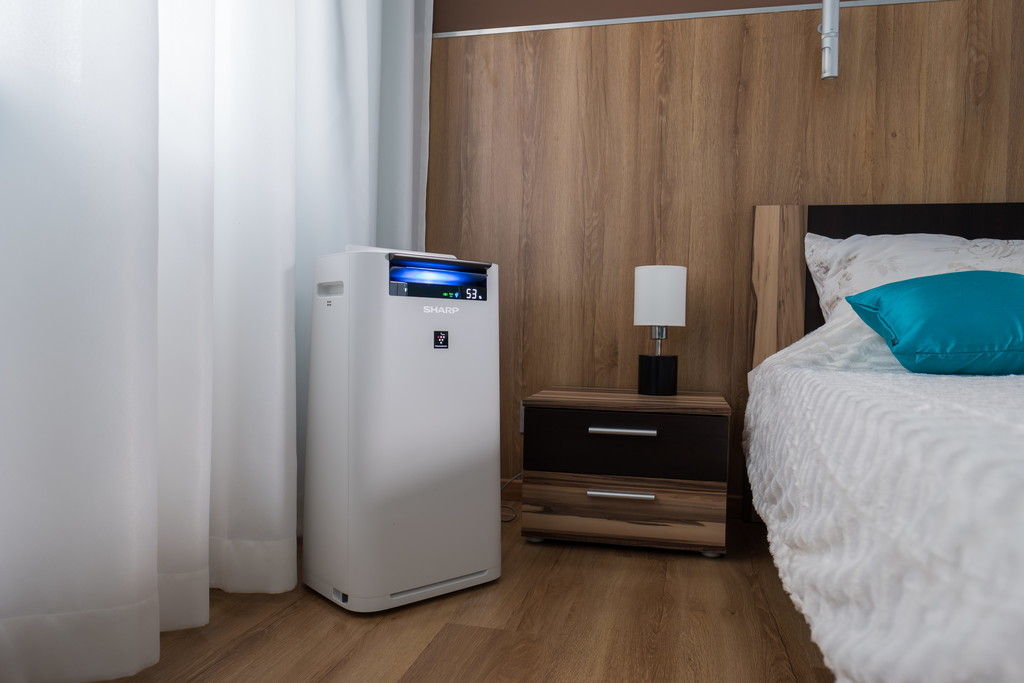 Sharp KC-G40EUW oczyszczacz i nawilżacz w sypialni