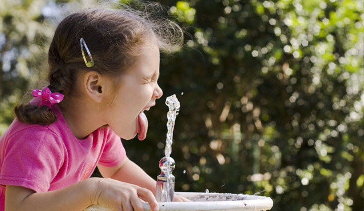Woda dla szkół i przedszkoli - ile wody pić